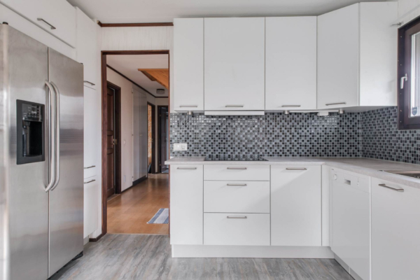 Välplanerad villa 6 rum med dubbla uteplatser och fin tomt.