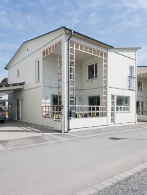 Villa med stark karaktär och två terrasser