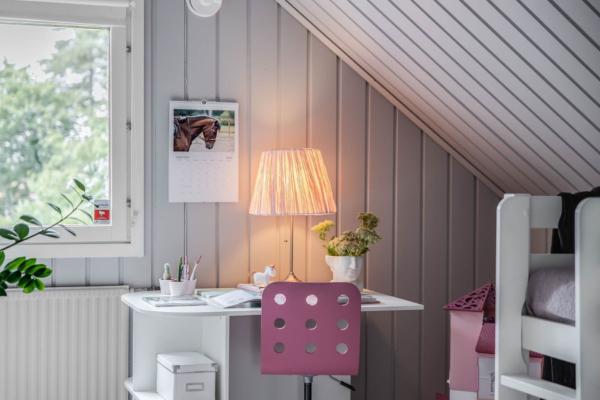 Kedjehus med attraktivt gavelläge, uterum och villakänsla!