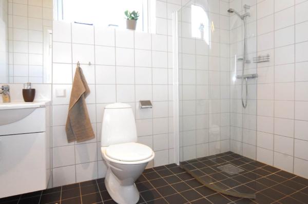 Välkommen till detta ljusa och stilfulla hus i Silverdal