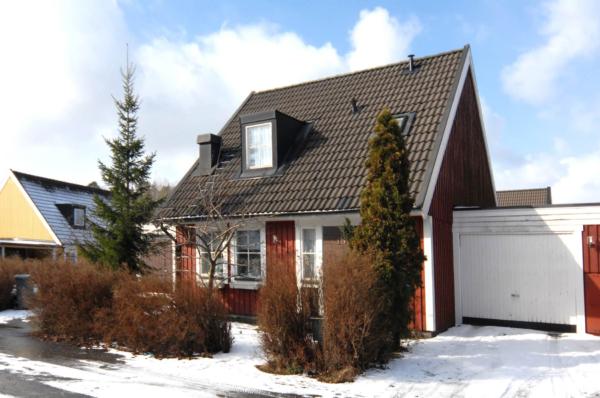 Kedjehus med hörntomt i Enebyberg