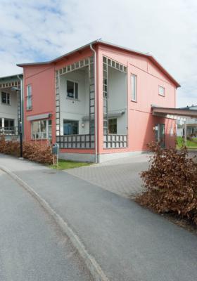Attraktiv villa med ett av områdets bästa lägen