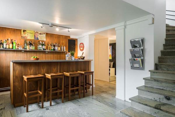 Villa 222 kvm med underbara sällskapsrum och uteplatser!