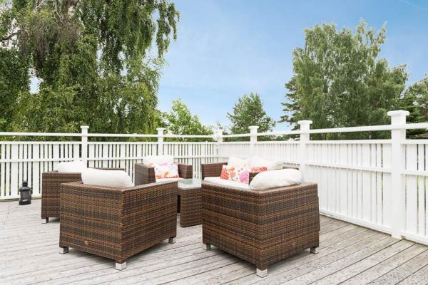 Välplanerad villa 181 kvm med stor terrass och pool.