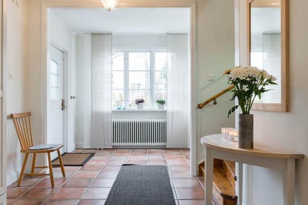 Charmig 30-talsvilla med stor trädgård i härliga Edsviken!
