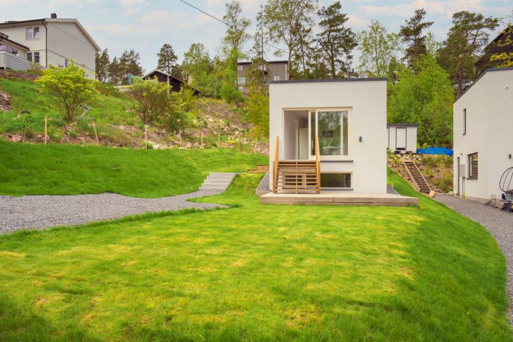 Exklusivt Attefallshus nära vatten och natur