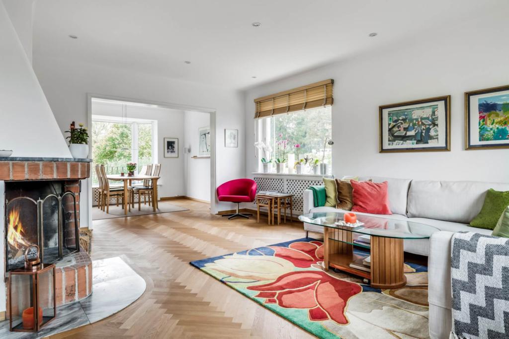 Välkommen till en rymlig villa med 1 400 kvm trädgårdstomt ett stenkast från Edsviken!
