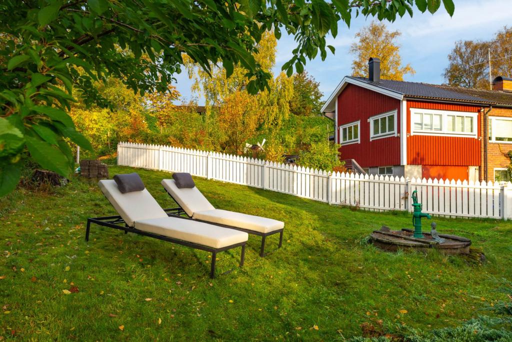 Enplansvilla med fyra sovrum och tillgång båt- och badbrygga